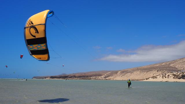 Kitesurfing beginners course on Fuerteventura