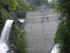 Unforgettable great moments: Abseil Training at the Dam in Amden