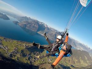 Unvergessliche großartige Momente: Traumhafter Tandemflug vom Berg Niederbauen nach Emmetten bei Luzern