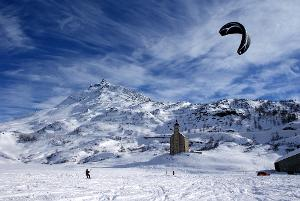 Unforgettable great moments: Snowkite training on the Simplon pass