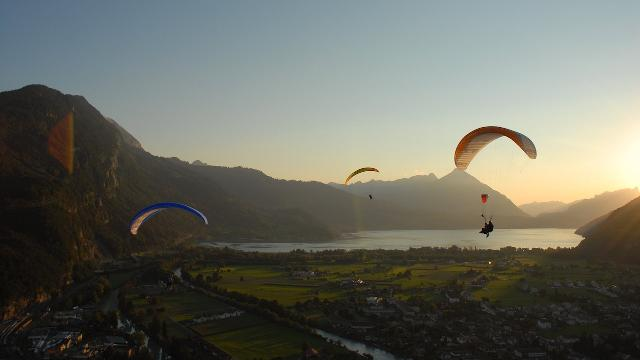 Einmaliger Paragliding Tandemflug am Beatenberg in I...