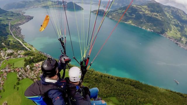 Traumhafter Tandemflug vom Berg Niederbauen nach Emm...